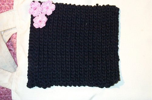 Black hot pad forgiven with pink flowers